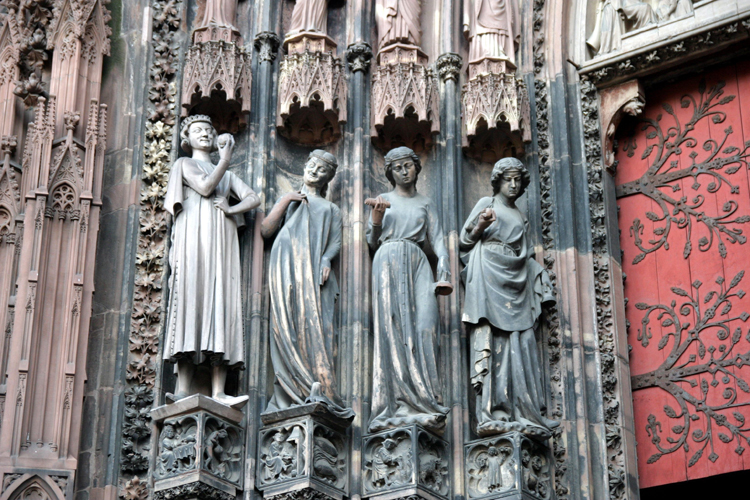 Cathedrale-de-Strasbourg-vierges folles